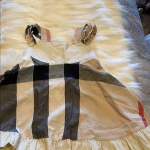 Burberry baby dress 18-24 month. Zipper broken.